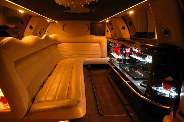 8 Person Lincoln Limo Service Des Moines