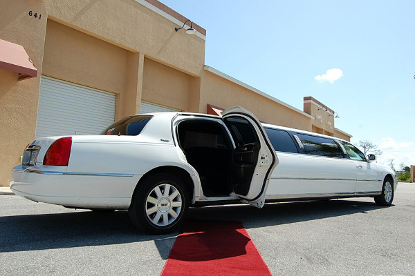 8 Person Lincoln Stretch Limo Des Moines